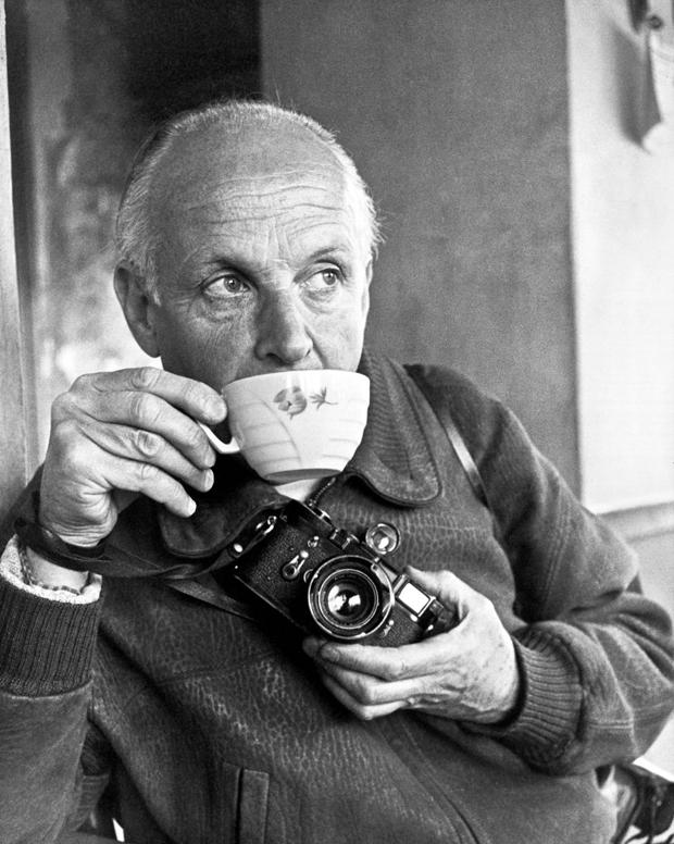 henri-cartier-bresson-self-portrait31