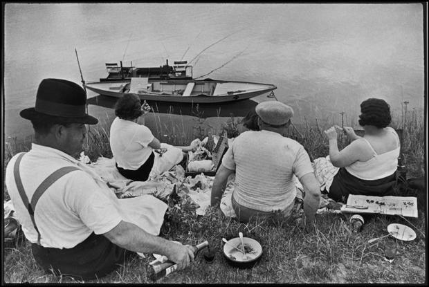 FRANCE. 1938. Sunday on the banks of the River Marne.