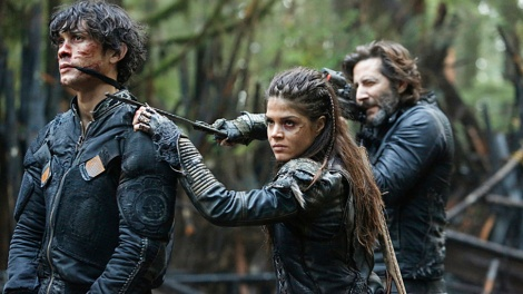 "The 100 -- ""Fallen"" -- Image HU310b_0145 -- Pictured (L-R): Bob Morley as Bellamy, Marie Avgeropoulos as Octavia, and Henry Ian Cusick as Kane -- Credit: Bettina Strauss/The CW -- © 2016 The CW Network, LLC. All Rights Reserved"